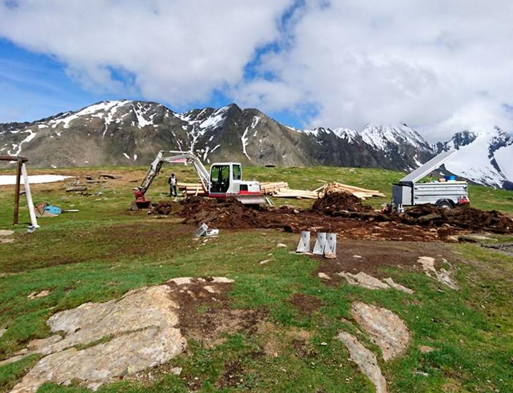 Hochalpine Baustelle für neuen Spielplatz