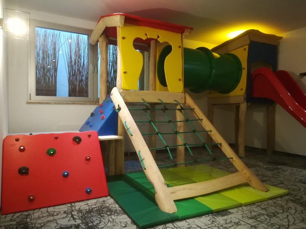 neue projekte spielger te f r innen und au en fun construction spielplatzbau. Black Bedroom Furniture Sets. Home Design Ideas